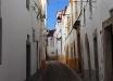 Una strada di Evora (Portogallo).