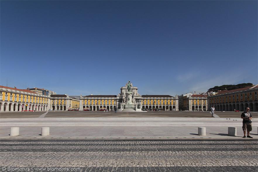 Praça do Comércio vista dalla terrazza sul lungofiume.