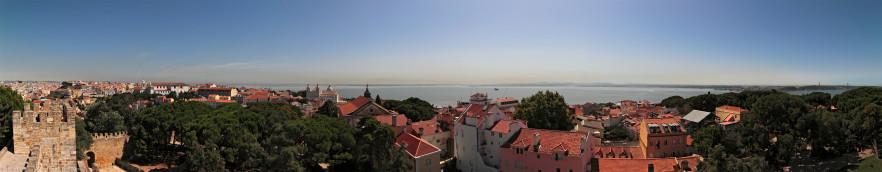 Panorama di Lisbona da est ad ovest (180°) dal Castello di San Giorgio. Ingrandendo al massimo si può scorgere il ponte Vasco da Gama sulla sinistra e il ponte 25 Aprile sulla destra (fare clic sulla foto per ingrandire).