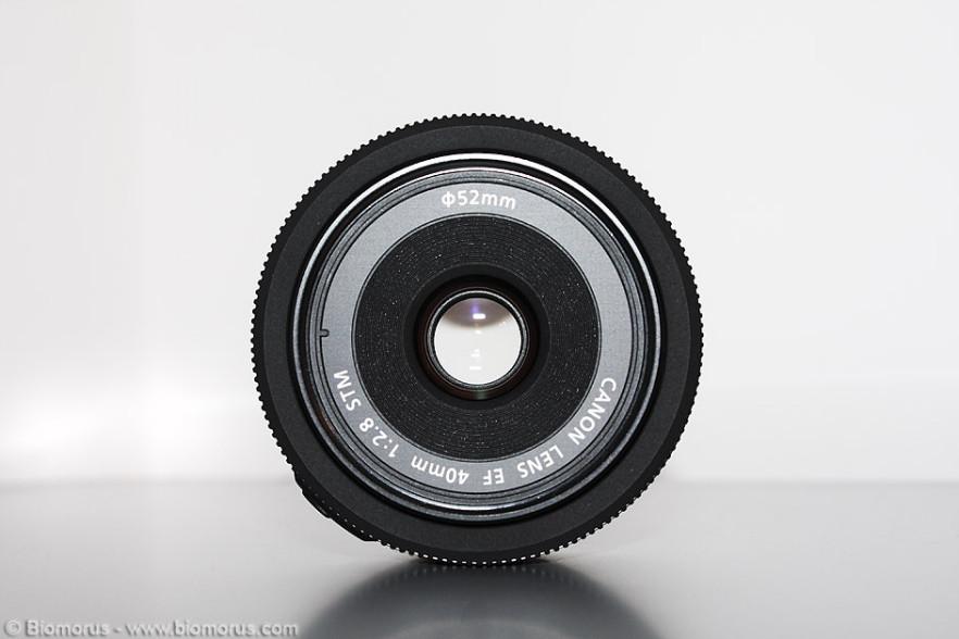 Vista frontale del Canon 40mm f/2.8 STM.