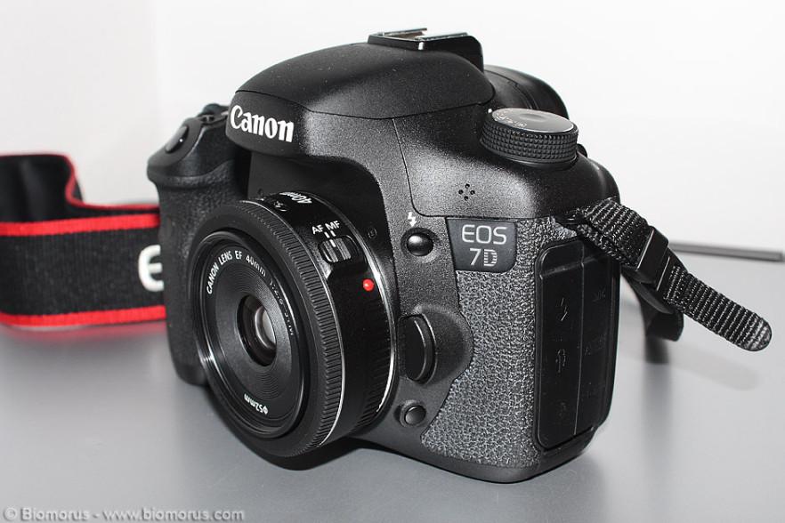 Il Canon 40mm f/2.8 STM montato sulla EOS 7D.