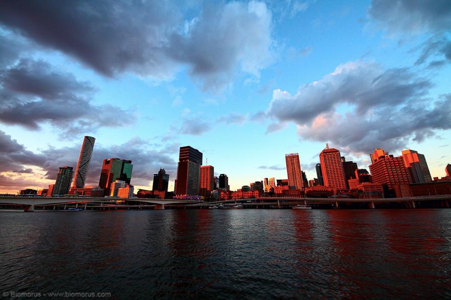 Brisbane al tramonto – (Dati di scatto: Canon EOS 7D, Sigma 8-16 f/4.5/5.6 DC HSM, 1/20 sec, f/8, ISO 100, treppiede).