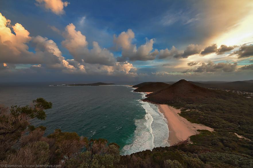 Foto 21 - La vista dal Tomaree Lookpoint verso Zenith Beach (Port Stephens - Shoal Bay, NSW, Australia) - (Dati di scatto: Canon EOS 7D, Sigma 8-16 f/4.5/5.6 DC HSM, 1/25 sec, f/8, ISO 100, mano libera)